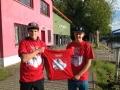 Paul Grunwald und Timo Trummer mit den EM T-Shirts
