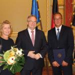 Thomas Konietzko (r.) mit Minsterpräsident Haseloff und seiner Frau Katrin