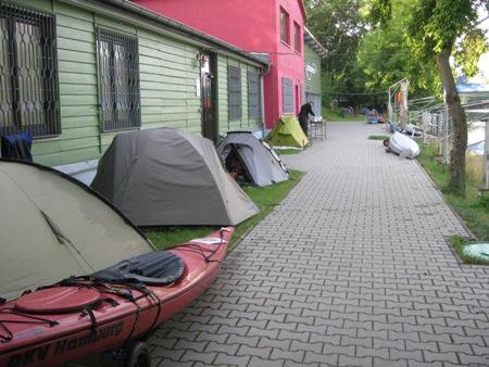 Zelte standen auch an ungewöhnlichen Orten