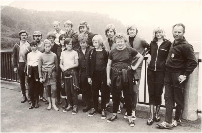 Rudi Zeiler mit Sportlern auf der Rappbodetalsperre